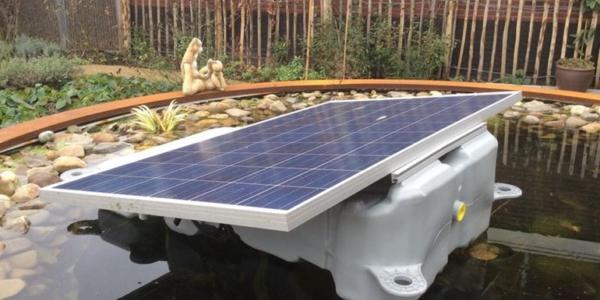 Prototype Van Een Drijvend Zonnepaneel Foto Lingewaard Energie
